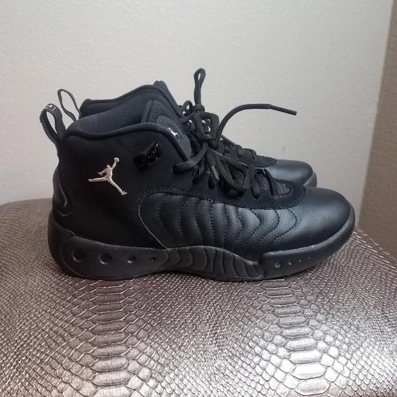 Unisex Jordans Size 6 Youth
